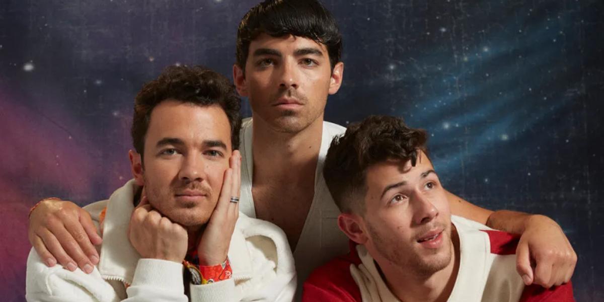 Jonas Brothers em ensaio com tema anos 80 para a Paper Magazine