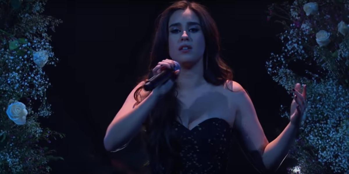"""Print do vídeo da apresentação de """"Expectations"""" da cantora Lauren Jauregui"""