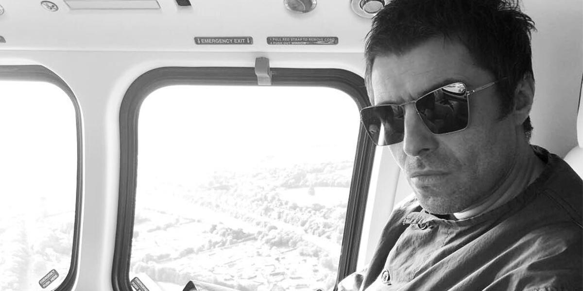 Liam Gallagher em avião