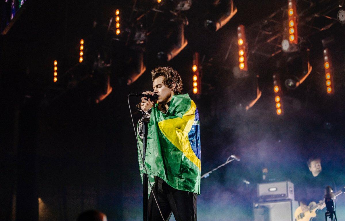 """Harry Styles alcança primeira posição na Billboard Hot 100 com """"Watermelon Sugar"""""""