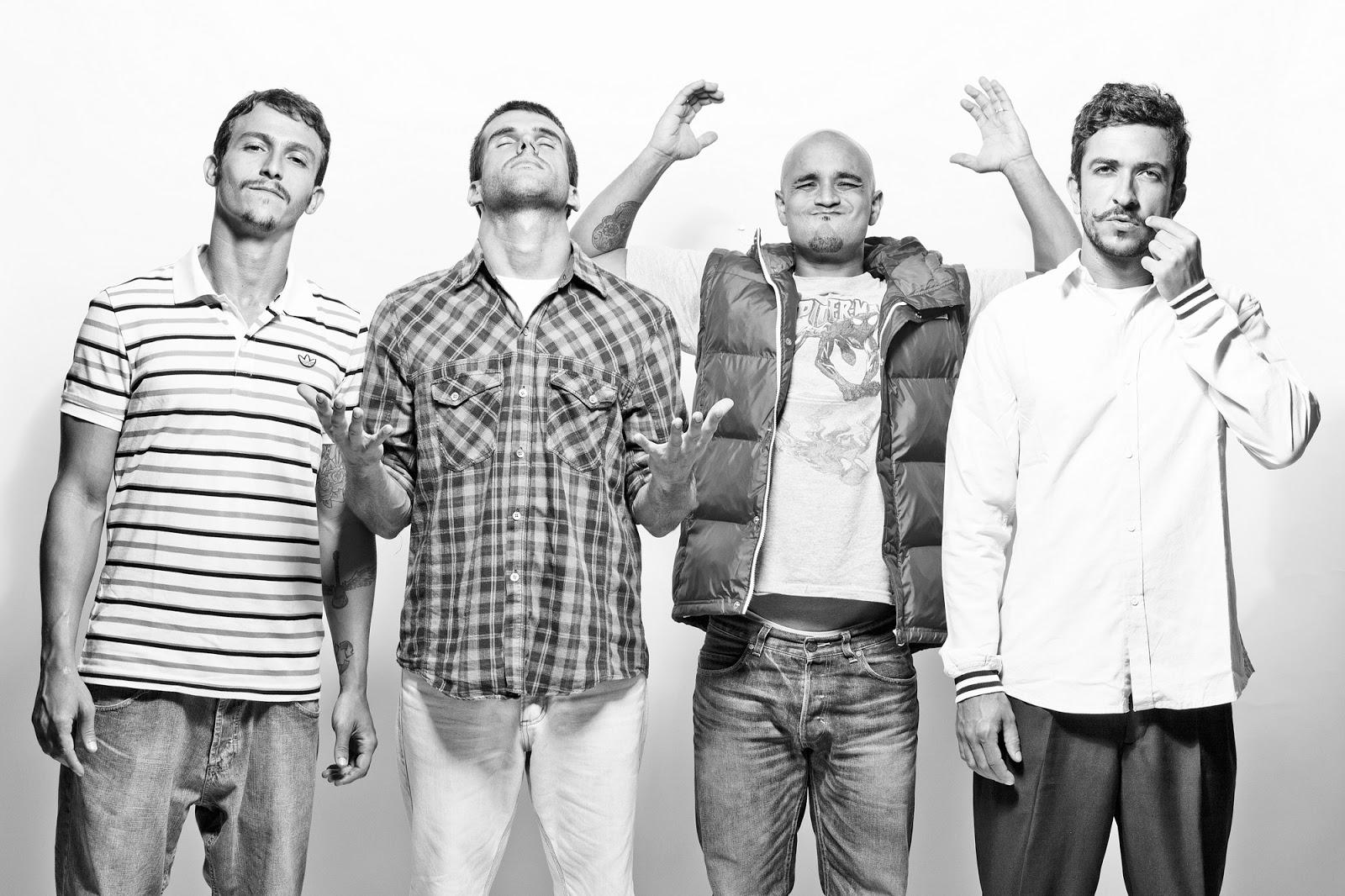 foto da banda forfun em preto e branco