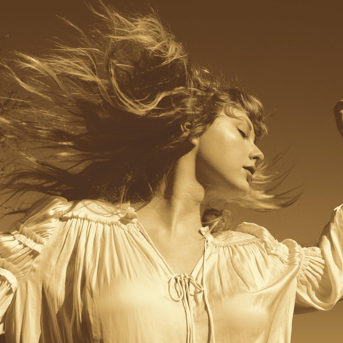 taylor swift na capa do album fearless taylors version imagem divulgada com anuncio da nova versao da faixa love story